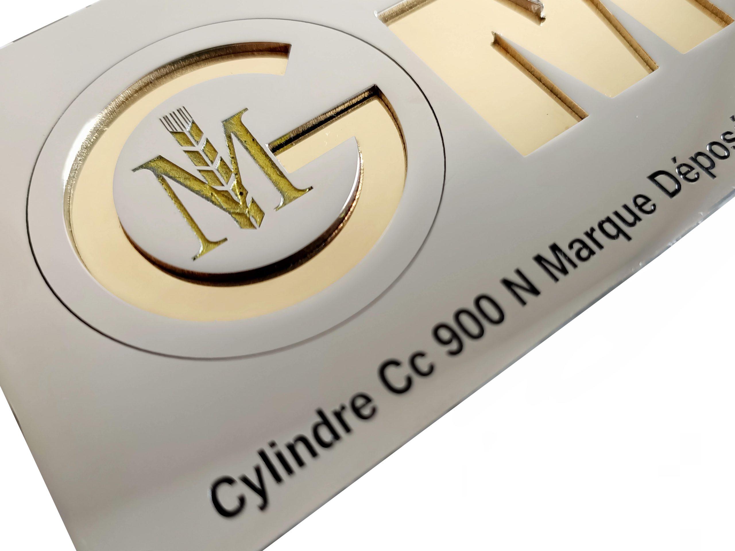 plaque de logo en inox et laiton