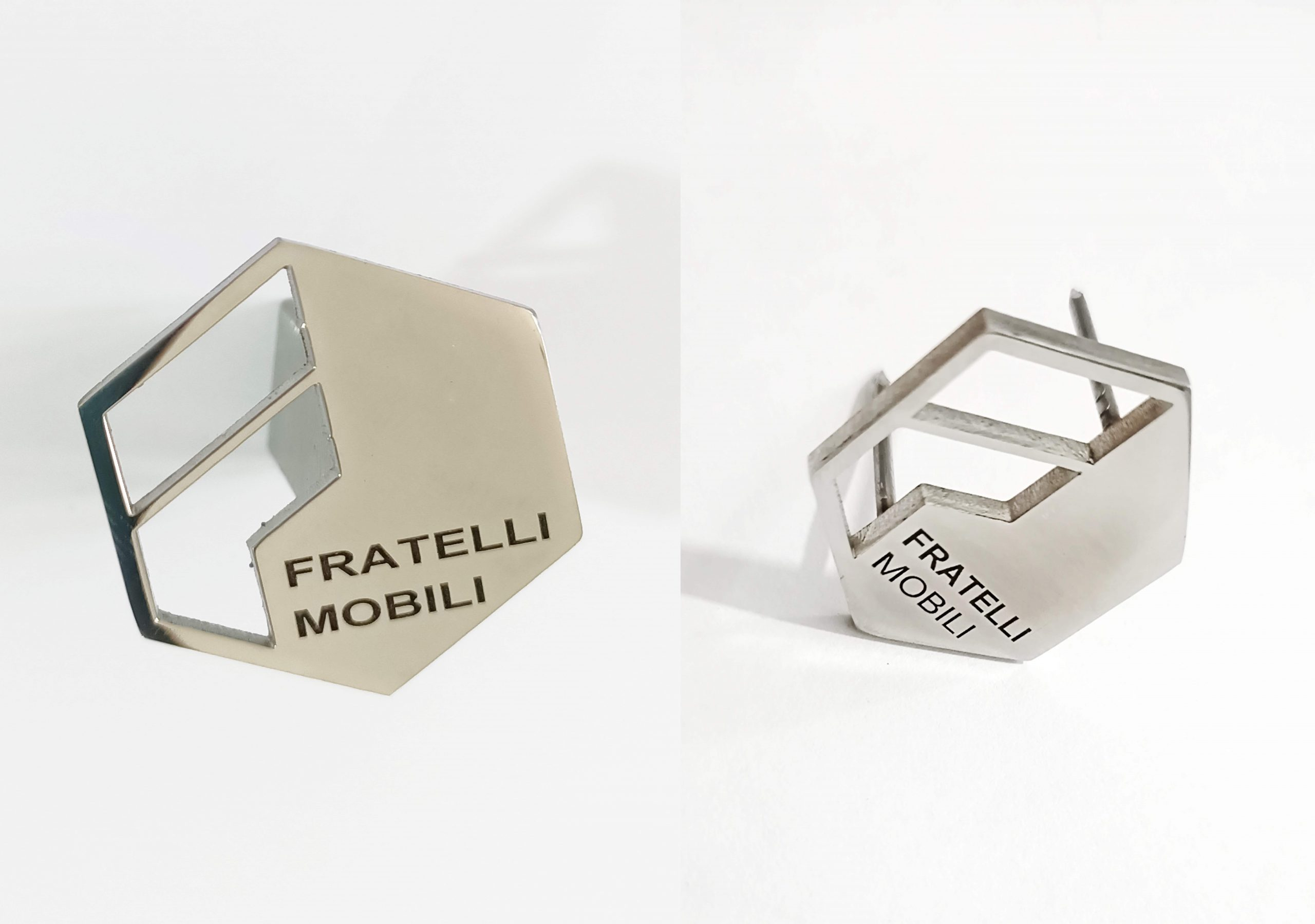 plaque de logo inox avec clous