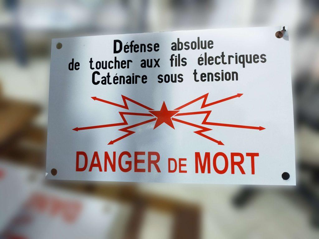 plaque signalétique de danger